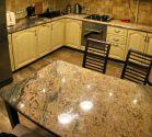 Кухонный стол из гранита Aruba Gold толщиной 2 см с деревянным подстольем